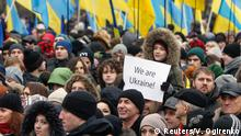 22.02.2015 A boy holds a poster during a memorial rally to commemorate people who were killed during the uprising on Maidan square a year ago, in Kiev February 22, 2015. REUTERS/Valentyn Ogirenko (UKRAINE - Tags: ANNIVERSARY CIVIL UNREST)