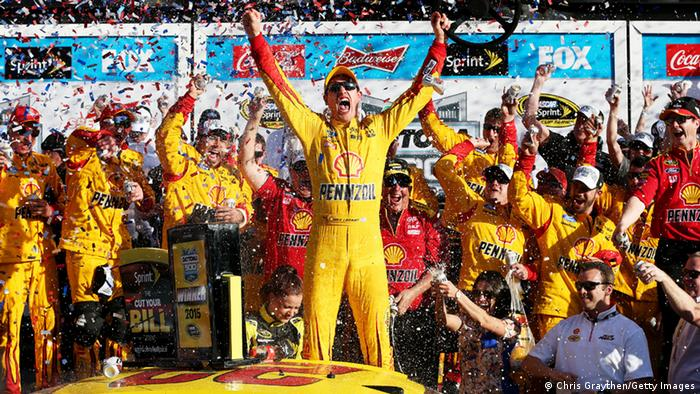USA NASCAR Sprint Cup Series - Joey Logano jubelt (Foto: Chris Graythen/Getty Images)