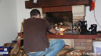 В семье Савчук отапливают дом камином