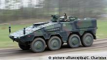 ARCHIV - Ein gepanzertes Transportfahrzeug Boxer fährt am 25.04.2012 während einer Vorstellung von Hauptwaffensystemen des Heeres der deutschen Bundeswehr auf dem Truppenübungsplatz in Putlos. Mängel an Fahrzeugen, Hubschraubern und Flugzeugen schränken nach Medieninformationen die Einsatzfähigkeit der Bundeswehr stärker ein als bisher bekannt. Foto: Christian Charisius dpa (zu dpa Berichte: Bundeswehr hat noch mehr Materialprobleme vom 24.09.2014) +++(c) dpa - Bildfunk+++