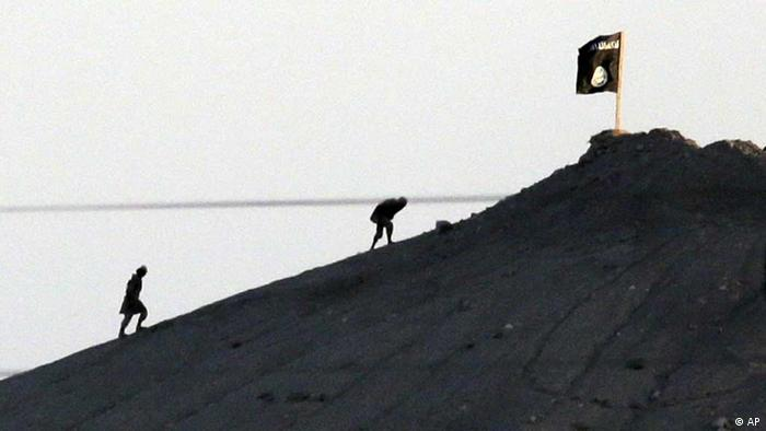 Islamischer Staat / Flagge auf Berg / Syrien