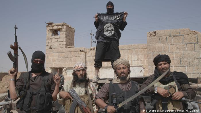 Islamic State fighters in Syria (picture-alliance/Zuma Press/M. Dairieh)