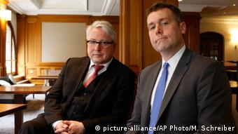Two of the three attorneys representing the Guelph heirs: Markus Stötzel (left) and Nicholas O'Donnell, Copyright: picture-alliance/AP Photo/M. Schreiber