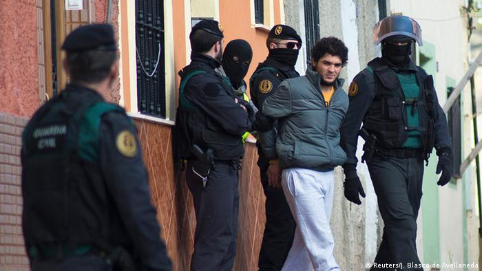 Los primeros terroristas de esta célula, también de orígen marroquí, fueron detenidos el 24 de enero en Ceuta