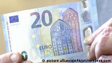 24.02.2015 * ABD0070_20150224 - WIEN - ÖSTERREICH: Der neue 20-Euro-Schein aufgenommen am Dienstag, 24. Februar 2015, anl. der Präsentation der Österreichischen Nationalbank (OeNB) Neue 20-Euro-Banknote in der Nationalbank in Wien. - FOTO: APA/HELMUT FOHRINGER - 20150224_PD1593