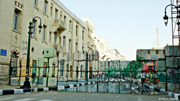 Pemandangan mural di jalan Mohamed Mahmoud, Kairo