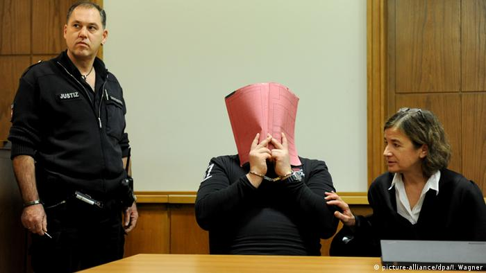 Niels Högel sits in court in 2014