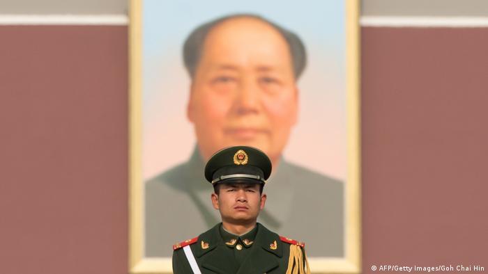 Chinesischer Polizist am Tienanmen