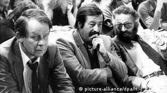 Siegfried Lenz, Günter Grass und Fritz J. Raddatz (Foto: Hanns-Jochen Kaffsack dpa)