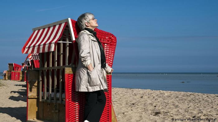 Frühling in Deutschland (Bildergalerie) Strandkorb an der Ostsee
