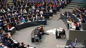 Aπό τη σημερινή συνεδρίαση της γερμανικής βουλής με θέμα την ψήφιση της παράτασης του ελληνικού προγράμματος