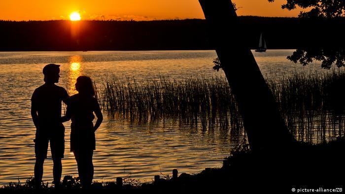 این دریاچه در براندنبورگ واقع شده که با بیش از ۱۲ کیلومتر مربع وسعت و عمق ۲۹ متر به یکی از مناطق محبوب گردشگران تبدیل شده است.