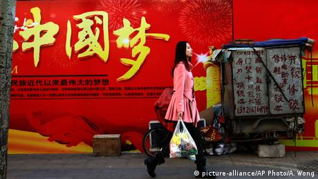 A poster reading Chinese Dream in Beijing (picture-alliance/AP Photo/A. Wong)