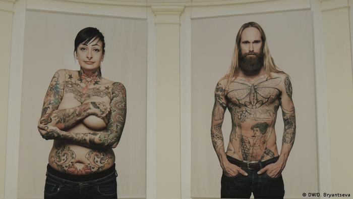 Женщина и мужчина с татуировками