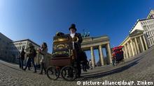 Deutschland Berlin Drehorgel-Mann Miros