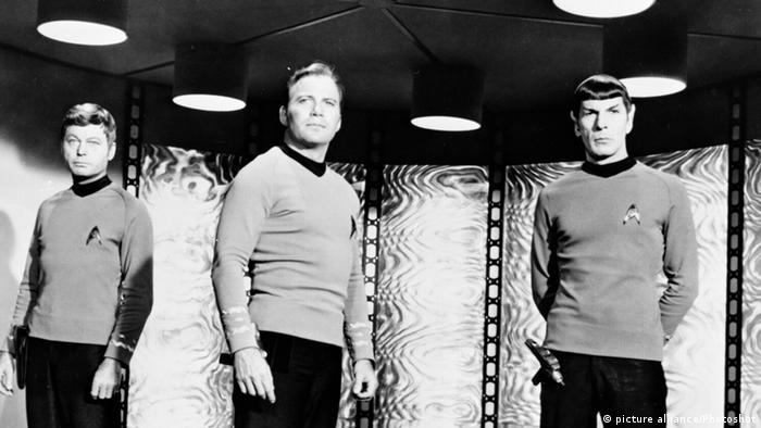 Pille, Spock und Kirk beim Beamen (Foto: dpa)
