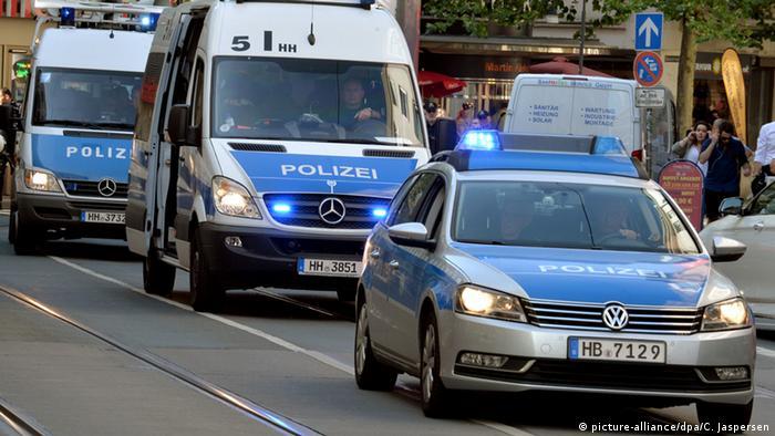 Deutschland Polizei in Bremen (picture-alliance/dpa/C. Jaspersen)