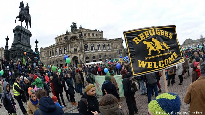 Dresden Demonstration Solidarität mit Geflüchteten pixel