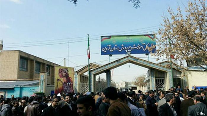 """اعتراض صنفی معلمان با نام """"تجمع سکوت"""" و بدون شعار دادن برگزار شد"""