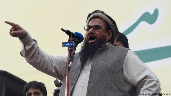 Hafiz Muhammad Saeed (C), head of the banned Pakistani charity organisation, Jamaat-ud-Dawa (JuD) addresses demonstrators during a protest to mark Kashmir Solidarity day in Lahore on February 5, 2015 (Photo: Arif Ali/AFP/Getty Images)