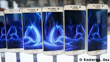 01.03.2015 * A row of Galaxy S6 edge smartphones are seen on display after the Samsung Galaxy Unpacked event before the Mobile World Congress in Barcelona March 1, 2015. Samsung unveiled its latest Galaxy S smartphones featuring a slim body made from aircraft-grade metal, in a bid to reclaim its throne as undisputed global smartphone leader from Apple. REUTERS/Albert Gea (SPAIN - Tags: BUSINESS TELECOMS SCIENCE TECHNOLOGY)