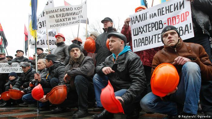 Яценюк потребовал выплатить зарплаты шахтерам после протестов в Киеве