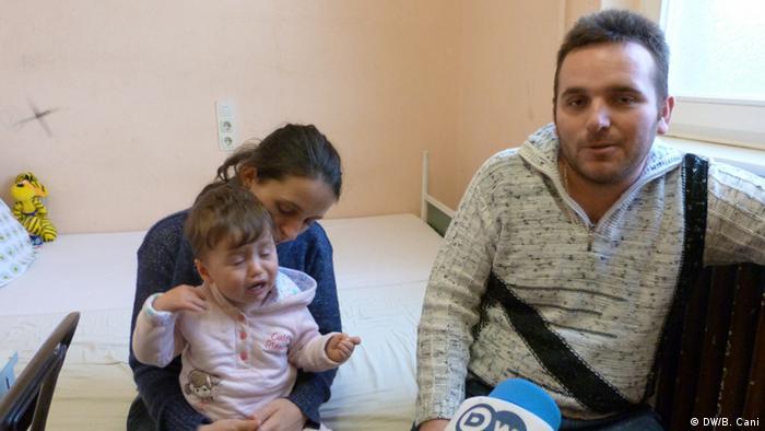Valdet Brahimi und Zoja Alijaj mit ihrer Tochter Aurora (Foto: