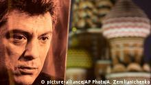 Портрет Бориса Немцова на фоне куполов Храма Василия Блаженого