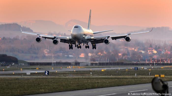 A Boeing 747 landing in Abu Dhabi