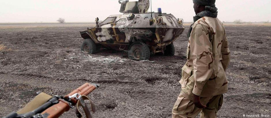 Soldados da Nigéria e de nações vizinhas lutam contra os combatentes do Boko Haram