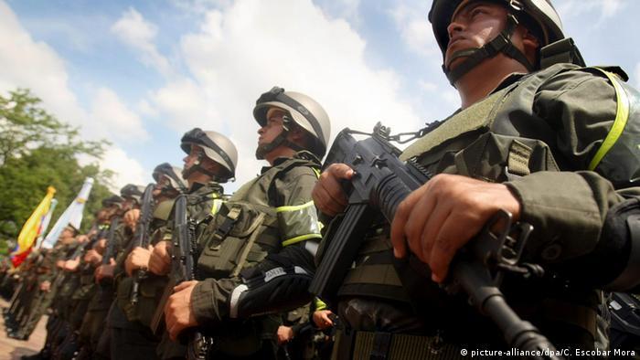 Symbolbild Kolumbien Cali Polizei (picture-alliance/dpa/C. Escobar Mora)