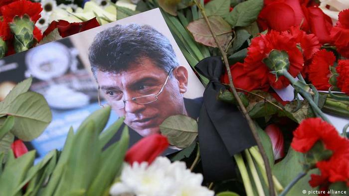 Цветы на месте убийства Немцова в Москве