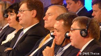 Бывшая советница Януковича по экономическим вопросам Ирина Акимова (слева), экс-глава МЗС Констатин Грищенко и бывший вице-премьер Владимир Семиноженко (второй справа).