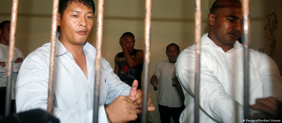 Os prisioneiros australianos Andrew Chan (esq.) e Myuran Sukumaran