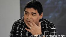 28. Feb. 2015 Argentinean former football player Diego Maradona looks on while taking part in a TV program in Caracas on February 28, 2015. AFP PHOTO/ Juan Barreto (Photo credit should read JUAN BARRETO/AFP/Getty Images)