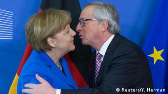 Juncker welcomes Merkel in Brussels