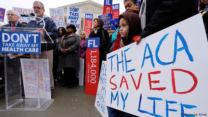 Demonstration für Obamacare im März 2015 vor dem Gebäude des Supreme Court in Washington