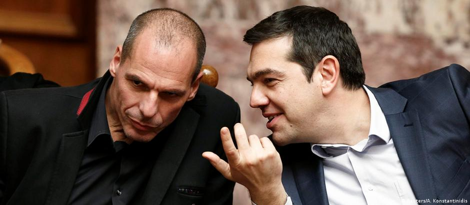 Ministro grego de Finanças, Yanis Varoufakis (e), e primeiro-ministro Alexis Tsipras