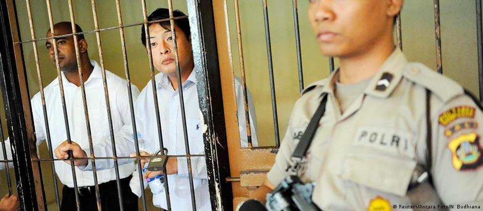 Andrew Chan (c) e Myuran Sukumaran foram condenados em 2005