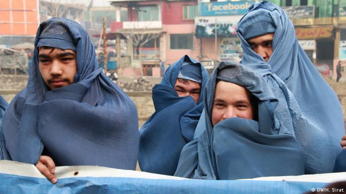 Afghanistan Männer protestieren gegen Burka