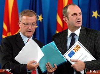 Olli Rehn y el primer ministro macedonio miran al futuro: la Unión Europea.
