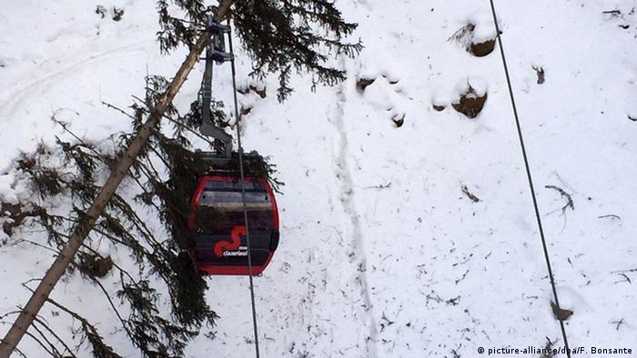 Italien Baumsturz auf Seilbahn in Südtirol