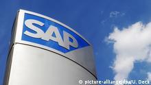 ARCHIV - Das Foto zeigt ein Logo des Softwareherstellers SAP an einem Gebäude am Konzernsitz in Walldorf, (Foto vom 24.05.2011). Foto: Uli Deck/dpa (zu dpa Mehr als 2000 Stellen bei SAP von neuem Umbau betroffen vom 06.03.2015) +++(c) dpa - Bildfunk+++