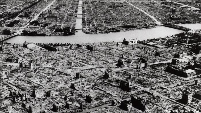 Japan Tokio Zweiter Weltkrieg Bombardement 1945 (picture-alliance/AP Photo)