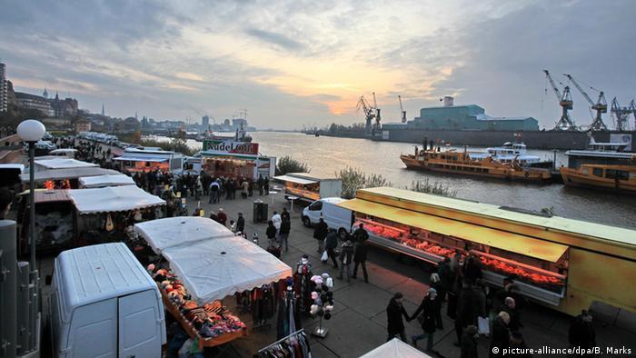 Der Fischmarkt in Hamburg im Morgengrauen