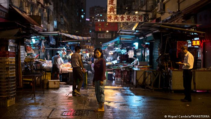 Hong Kong′s domestic workers ′treated worse than the dogs