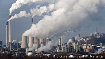 Eκπομπή διοξειδίου του άνθρακα από εργοστάσιο στο Γκελσενγκίρχεν