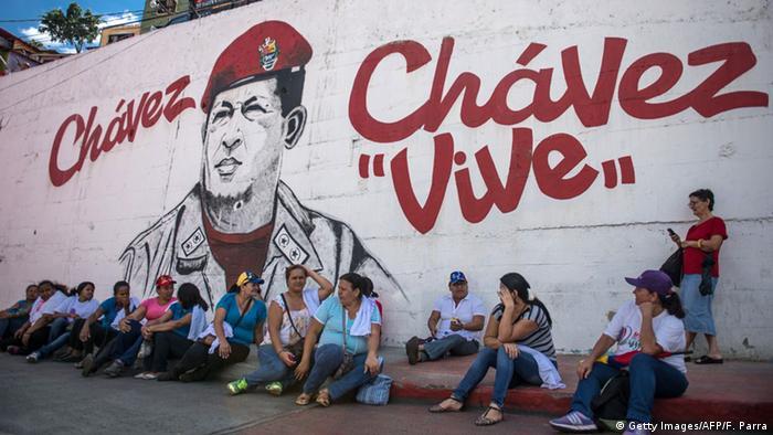 Venezuela Wandgemälde Graffiti Chavez Kult (Getty Images/AFP/F. Parra)