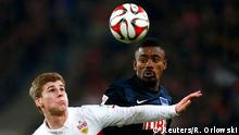 VfB Stuttgart's Timo Werner (L) challenges Hertha Berlin's Salomon Kalou during their German first division Bundesliga soccer match in Stuttgart, March 6, 2015. REUTERS/Ralph Orlowski (GERMANY - Tags: SPORT SOCCER) DFL RULES TO LIMIT THE ONLINE USAGE DURING MATCH TIME TO 15 PICTURES PER GAME. IMAGE SEQUENCES TO SIMULATE VIDEO IS NOT ALLOWED AT ANY TIME. FOR FURTHER QUERIES PLEASE CONTACT DFL DIRECTLY AT + 49 69 650050