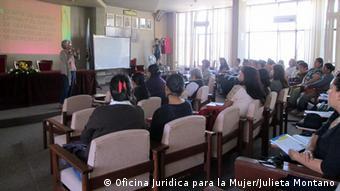 Desde la Oficina Jurídica para la Mujer, OJM, la abogada boliviana lucha por la igualdad femenina y el fin de la violencia contra las mujeres.